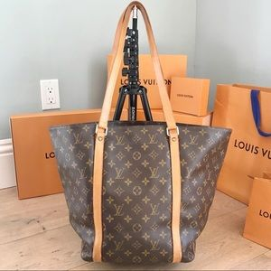 ♥️Extra Large♥️ Authentic Sac Shopping Tote LV✅